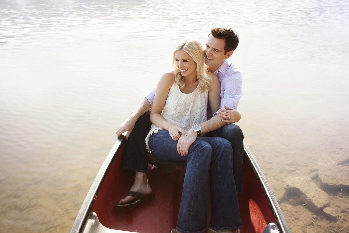Nashville-engagement-photography-canoe