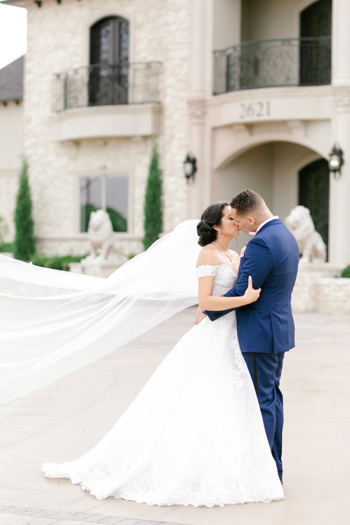 Jasmine & Josh Wedding at Knotting Hill Place | Dallas DFW Wedding Photographer | Sami Kathryn Photography-99