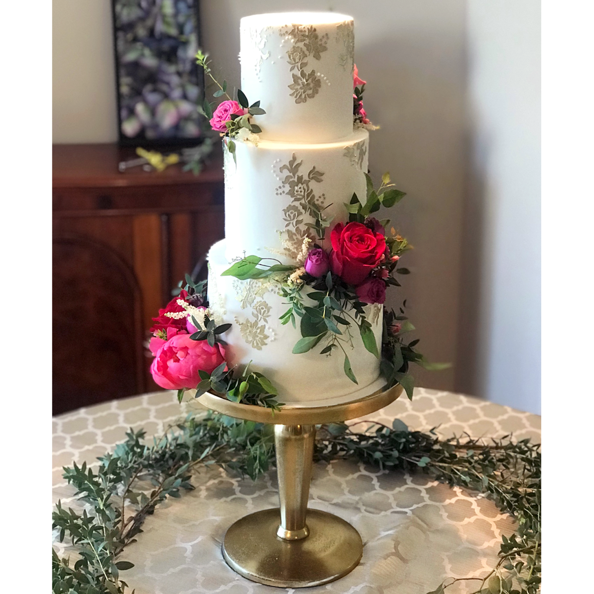 Whippt Desserts - Wedding Cake gold lace - Middle