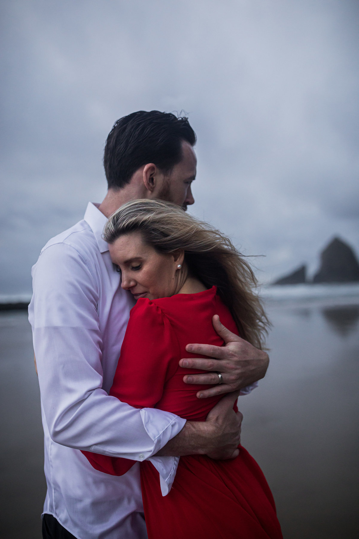Oregon-oceanside-elopement-couples-photography-session-beach_(16_of_27)