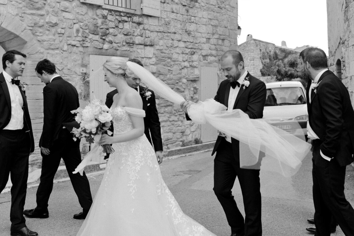 091_Bastide_de_Gordes_Luxury_Wedding_Photographer (100 von 263)