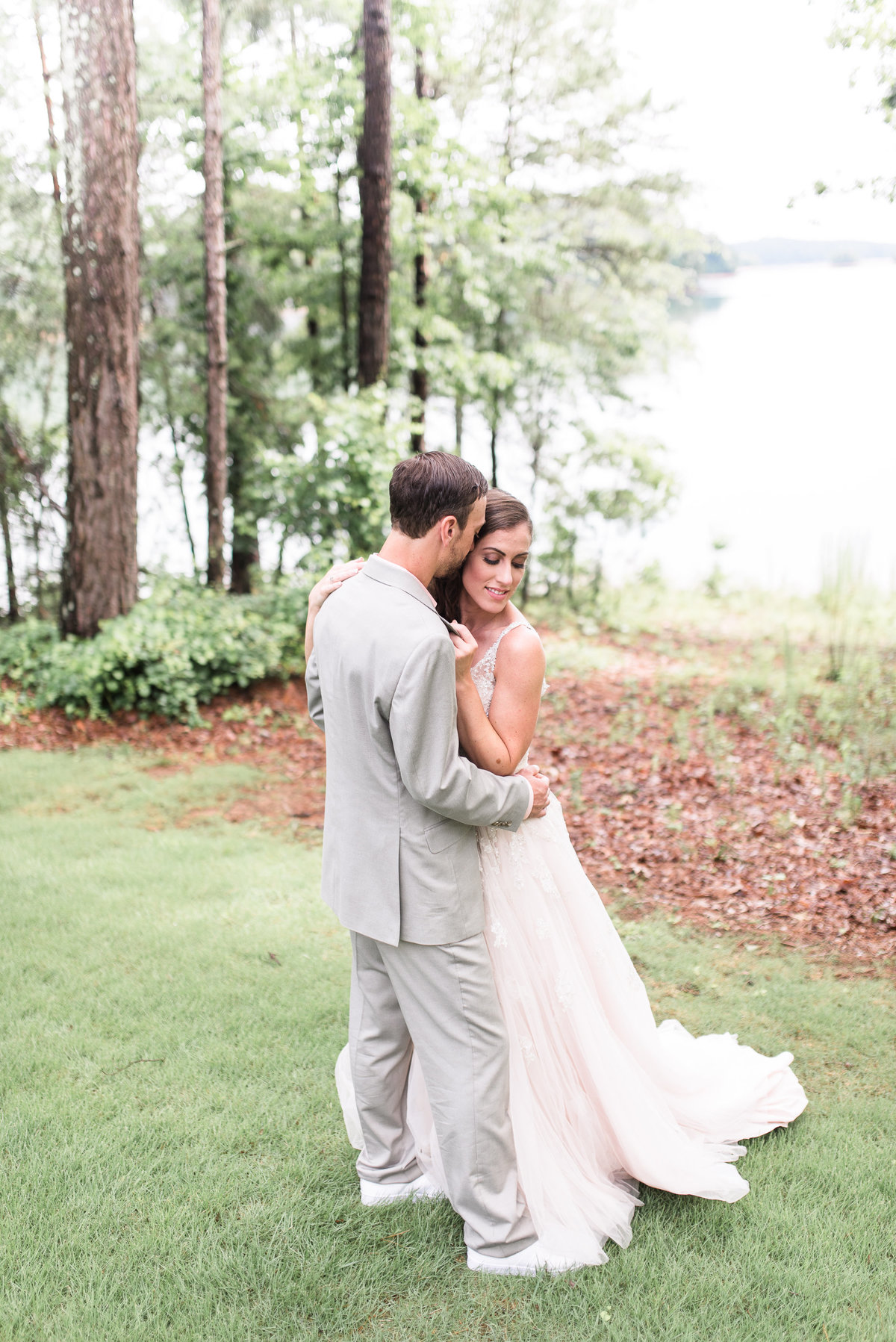 couple-georgia-lake-wedding