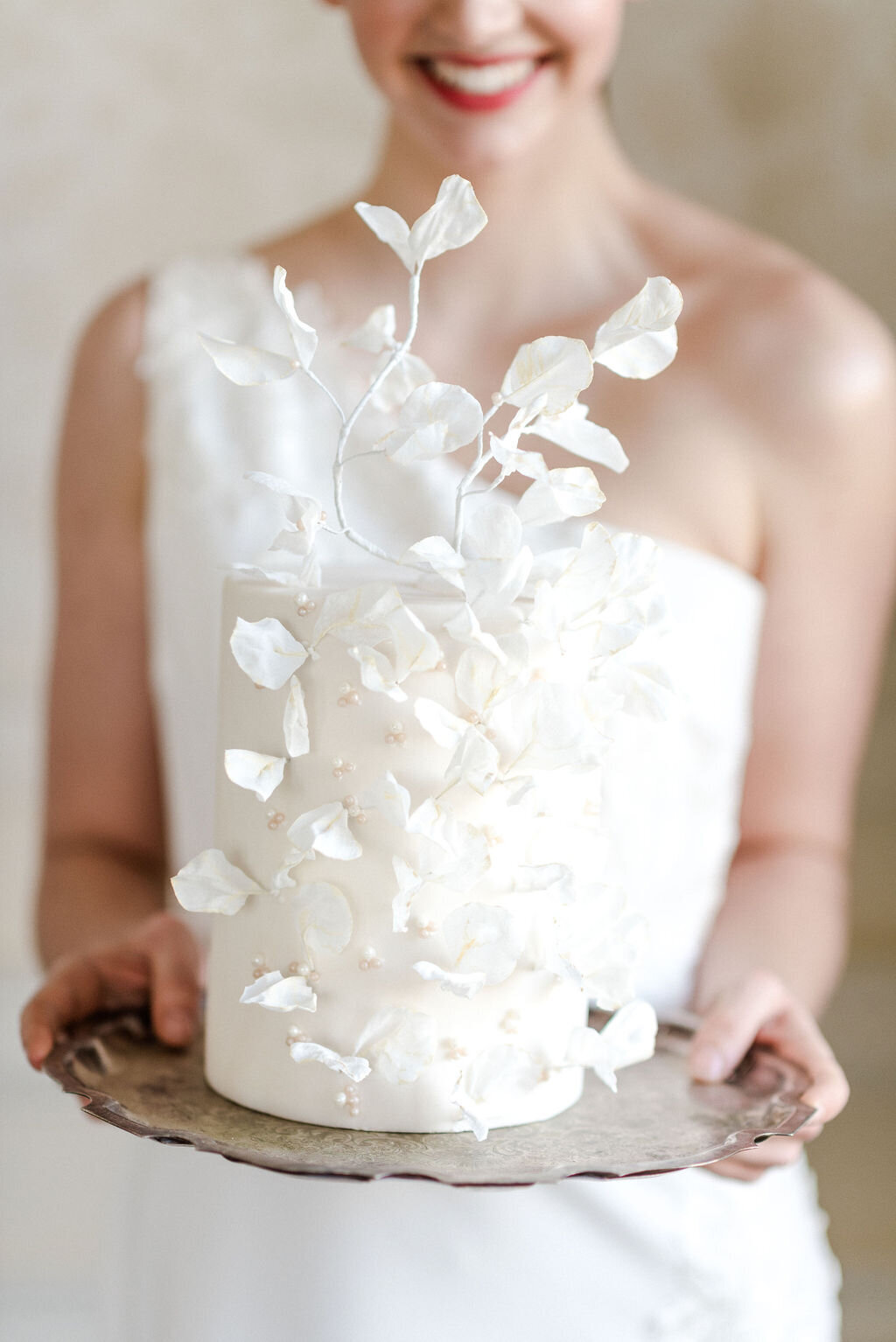 Single tier Luxury white textured wedding cake | MonAnnie