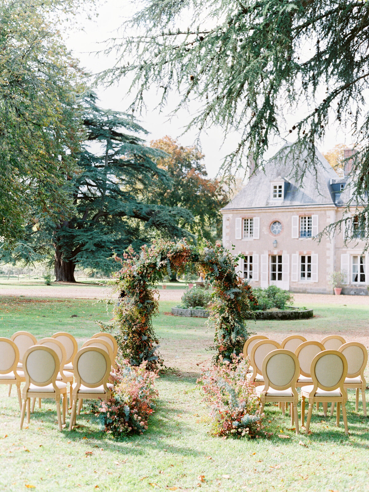 chateau-bouthonvilliers-wedding-paris-wedding-photographer-mackenzie-reiter-photography-37
