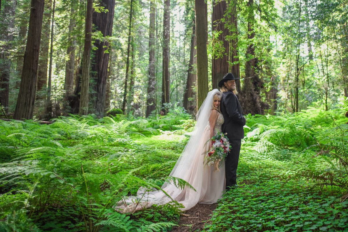 Redway-California-elopement-photographer-Parky's-Pics-Photography-redwoods-elopement-Avenue-of-the-Giants-Pepperwood-California-11.jpg (2)