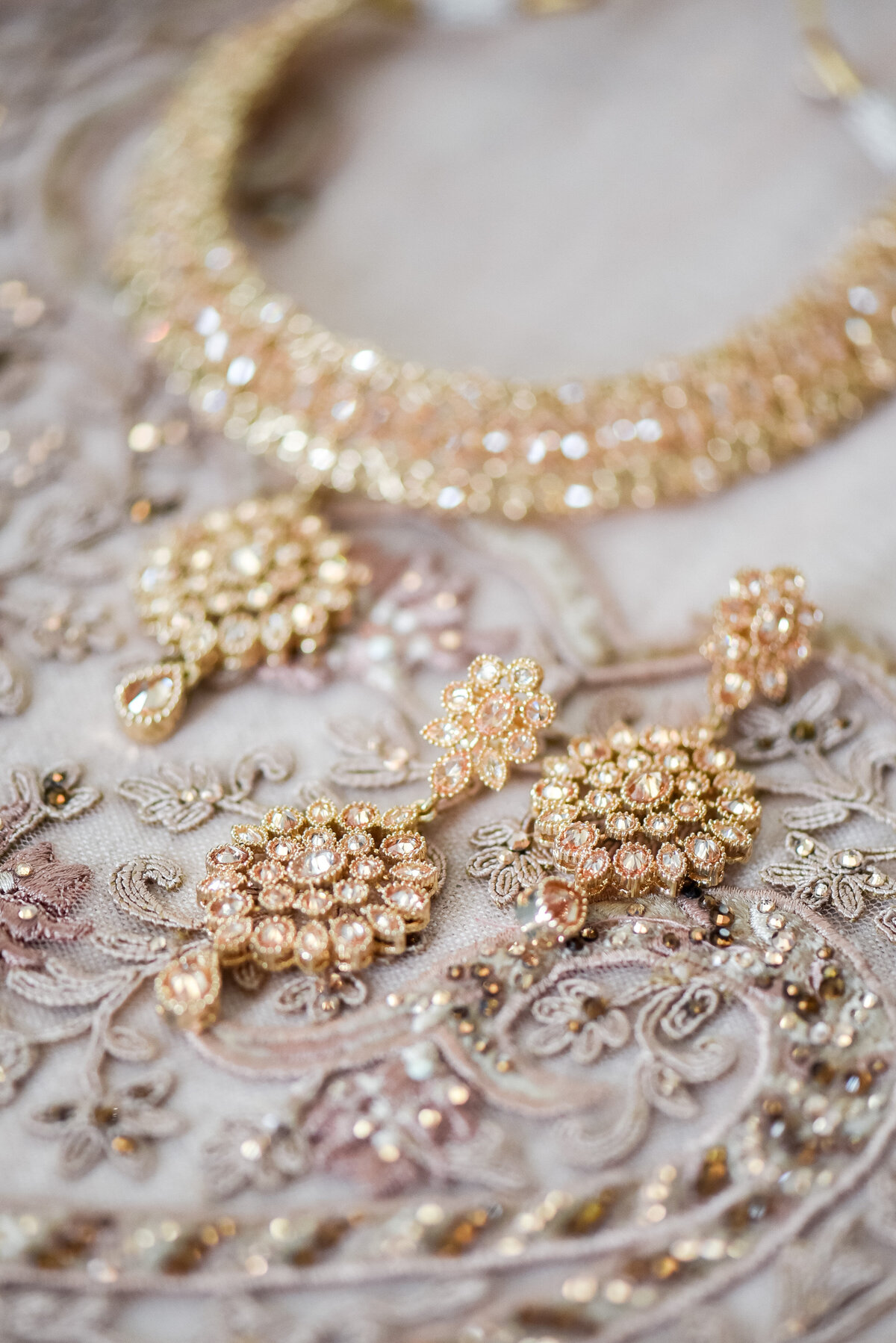 indian - bride - blush - lehengha - jewelry (2)