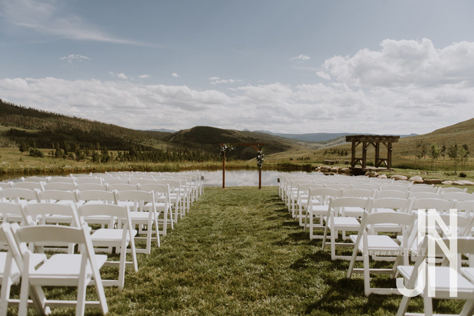 granby-colorado-strawberry-creek-ranch-classic-mountain-wedding-in-the-summer-ceremony