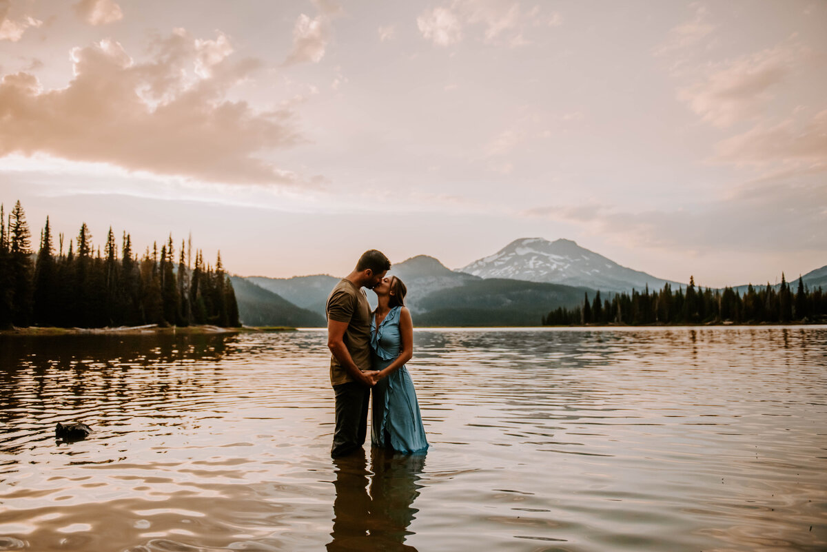 sparks-lake-oregon-couple-photographer-elopement-bend-lakes-bachelor-sisters-sunset-5848