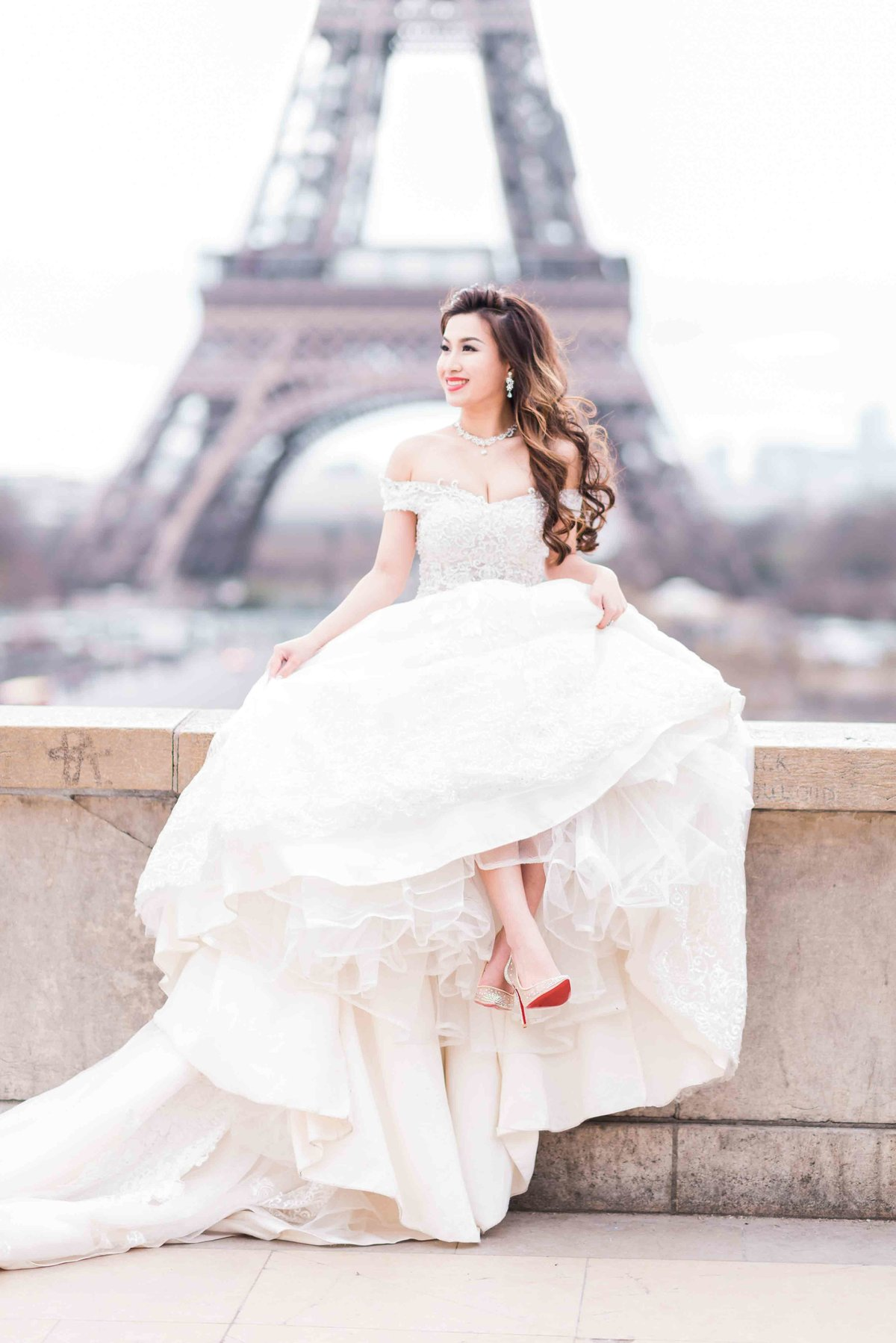 laure_lalliard_design_ClaireMorrisPhoto_eiffel_tower_paris_asian_bride