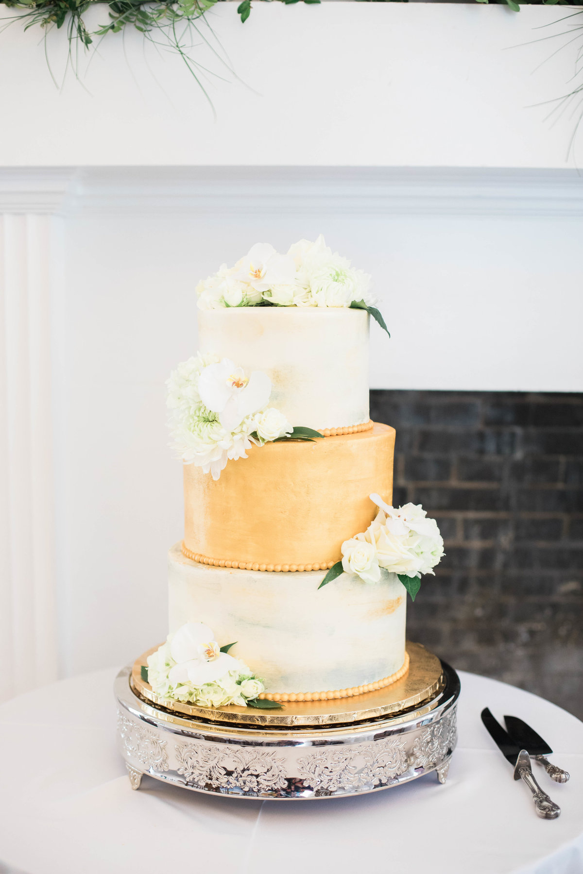 Jacksonville Wedding Photographer photo of cake at Ribault Club Wedding