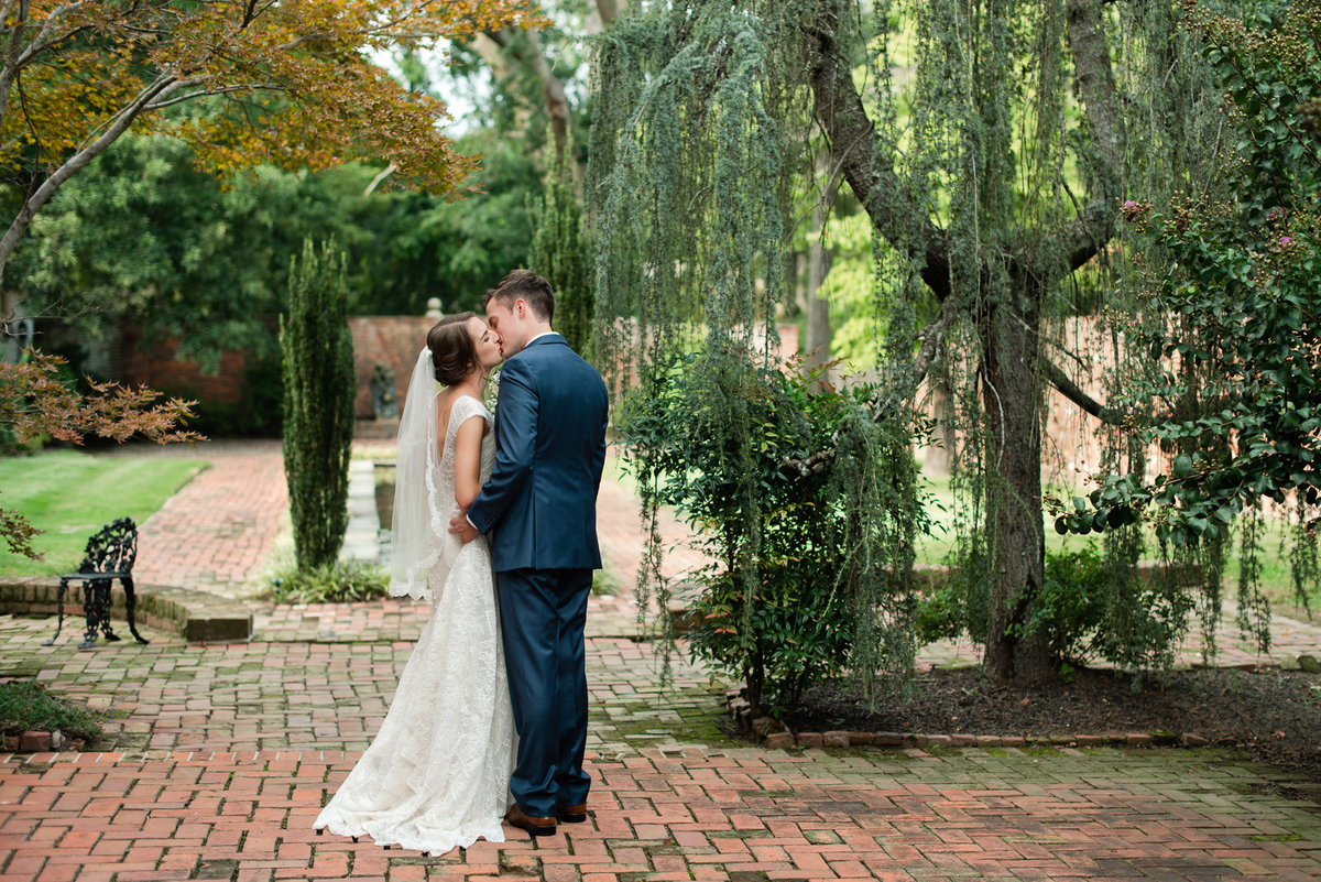 cedar hall courtyard wedding portrait