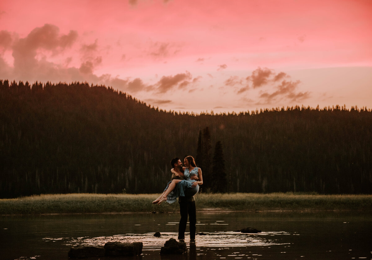 sparks-lake-oregon-couple-photographer-elopement-bend-lakes-bachelor-sisters-sunset-6622