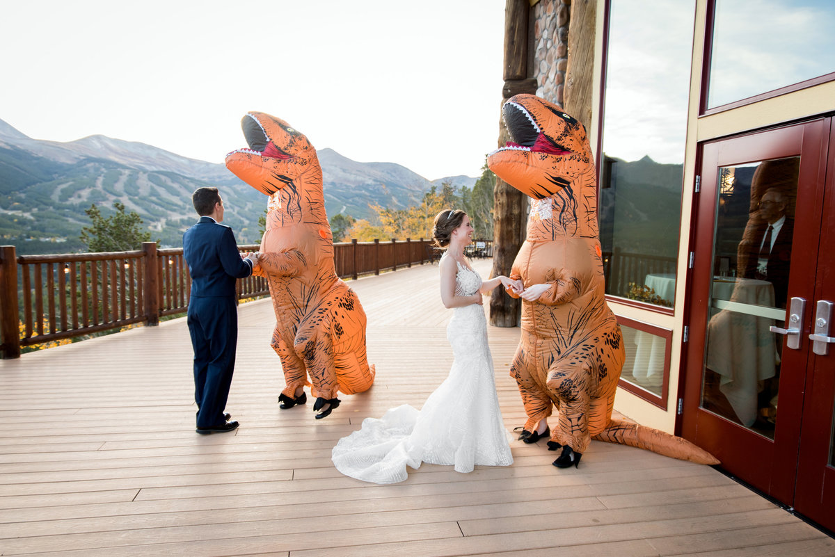dinosaur-wedding-photos