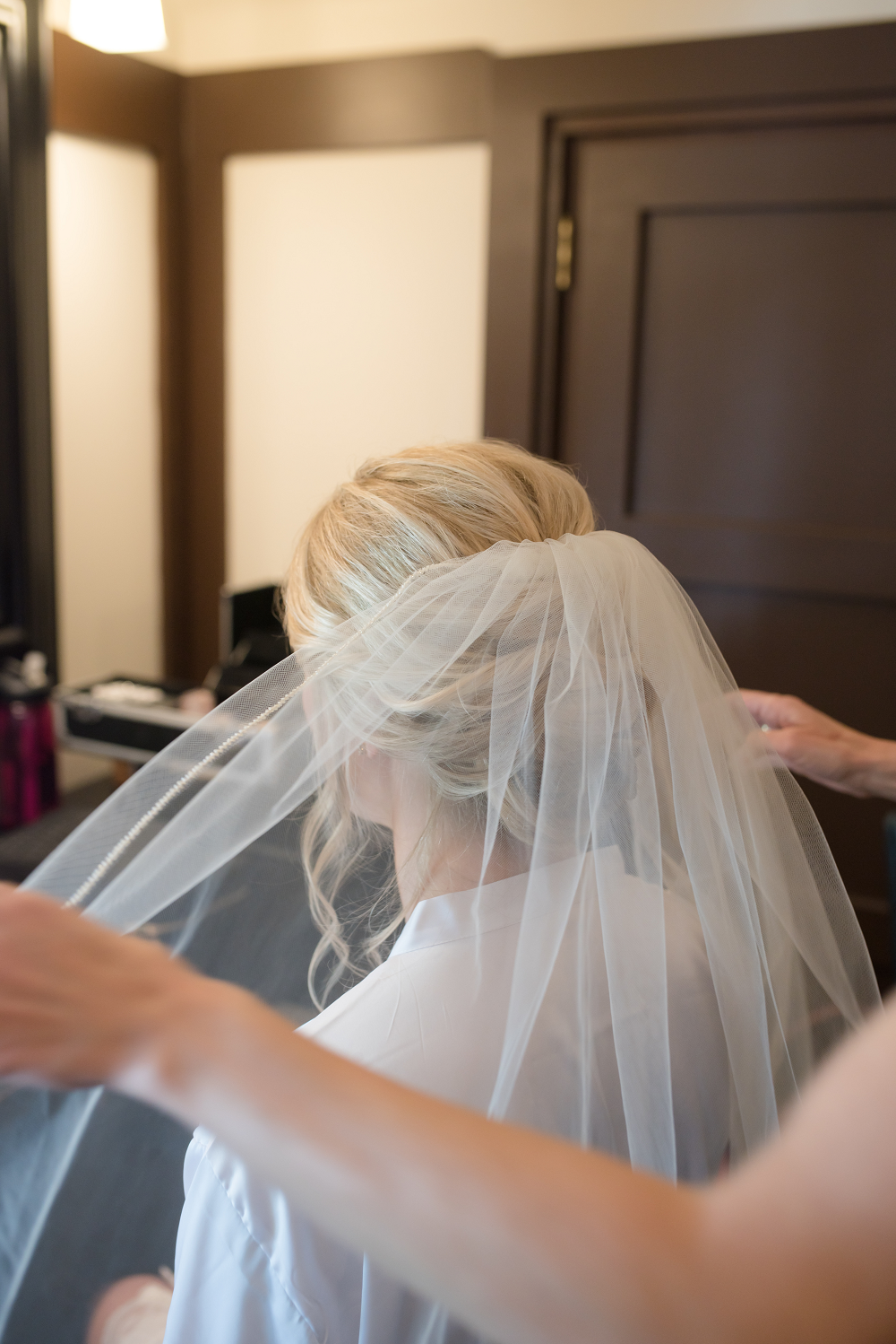 DESTINATION WEDDING IN TRAVERSE CITY WITH KRISTEN AND SCOTT Bride Getting Ready