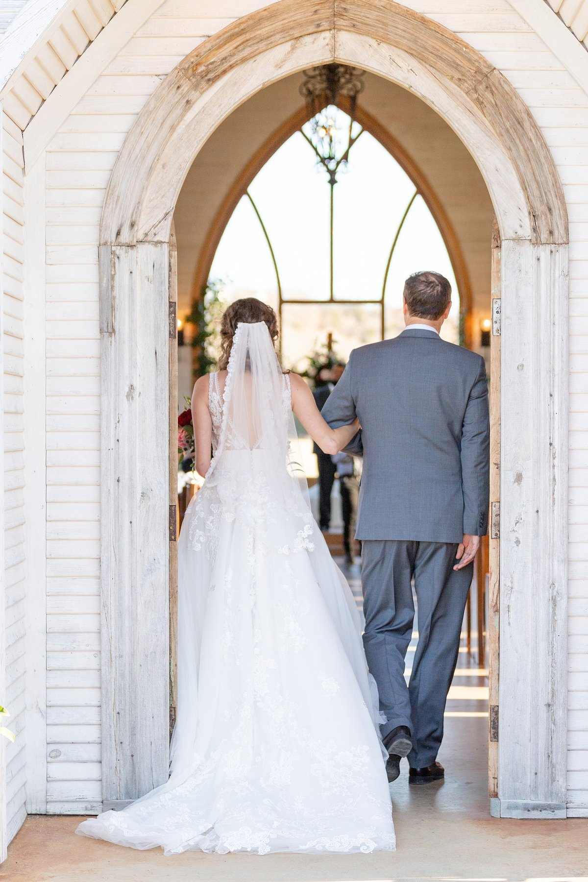 the brooks at weatherford wedding entrance