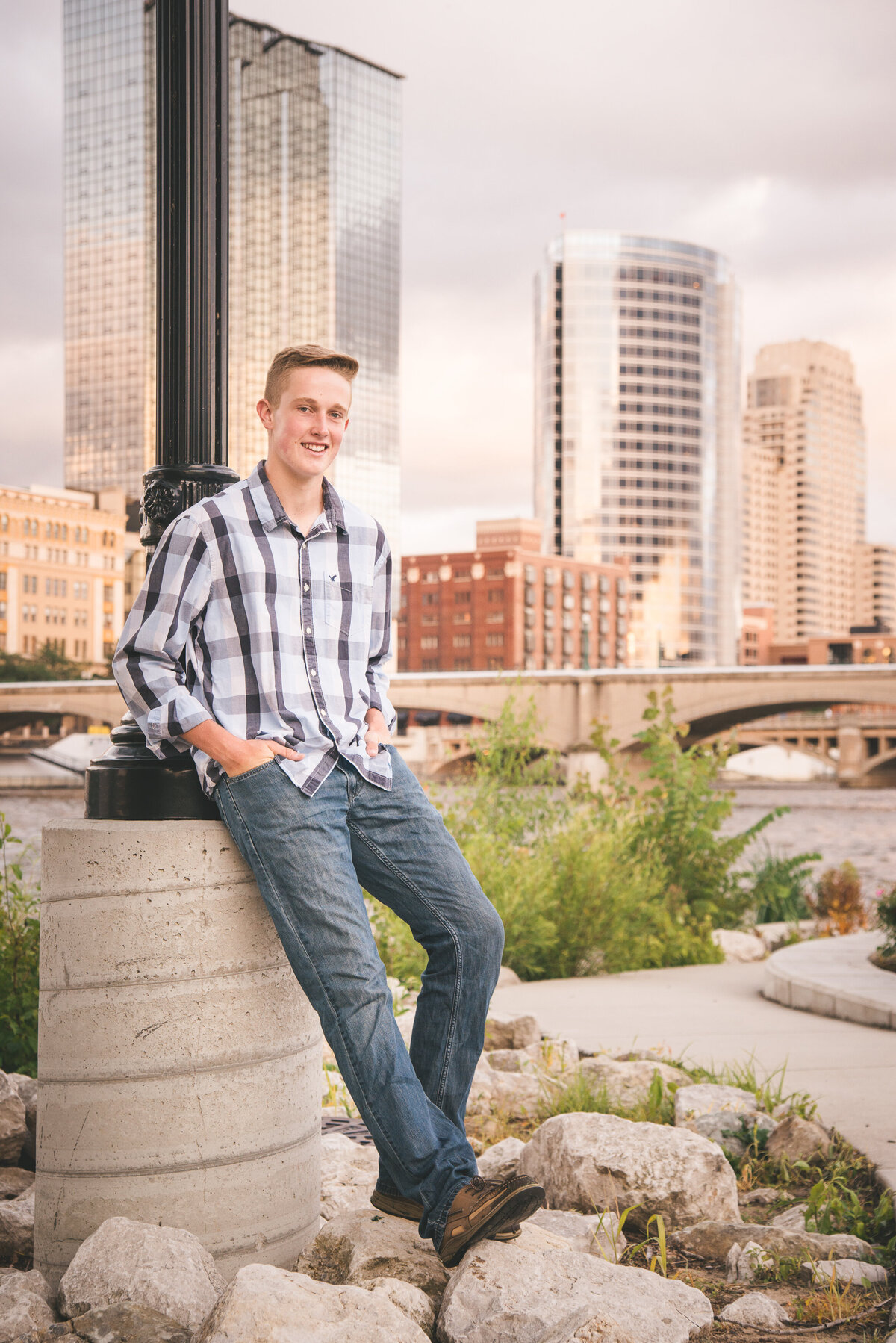 Grand-Haven-MI-Downtown-Senior-Portraits-16