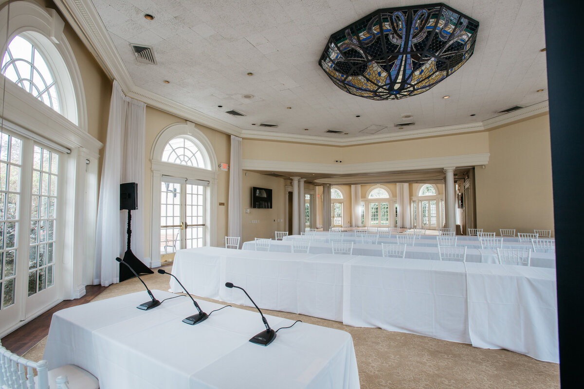 Right on the outskirts of downtown Sacramento, our Pavilion can take your business meeting to the next level.