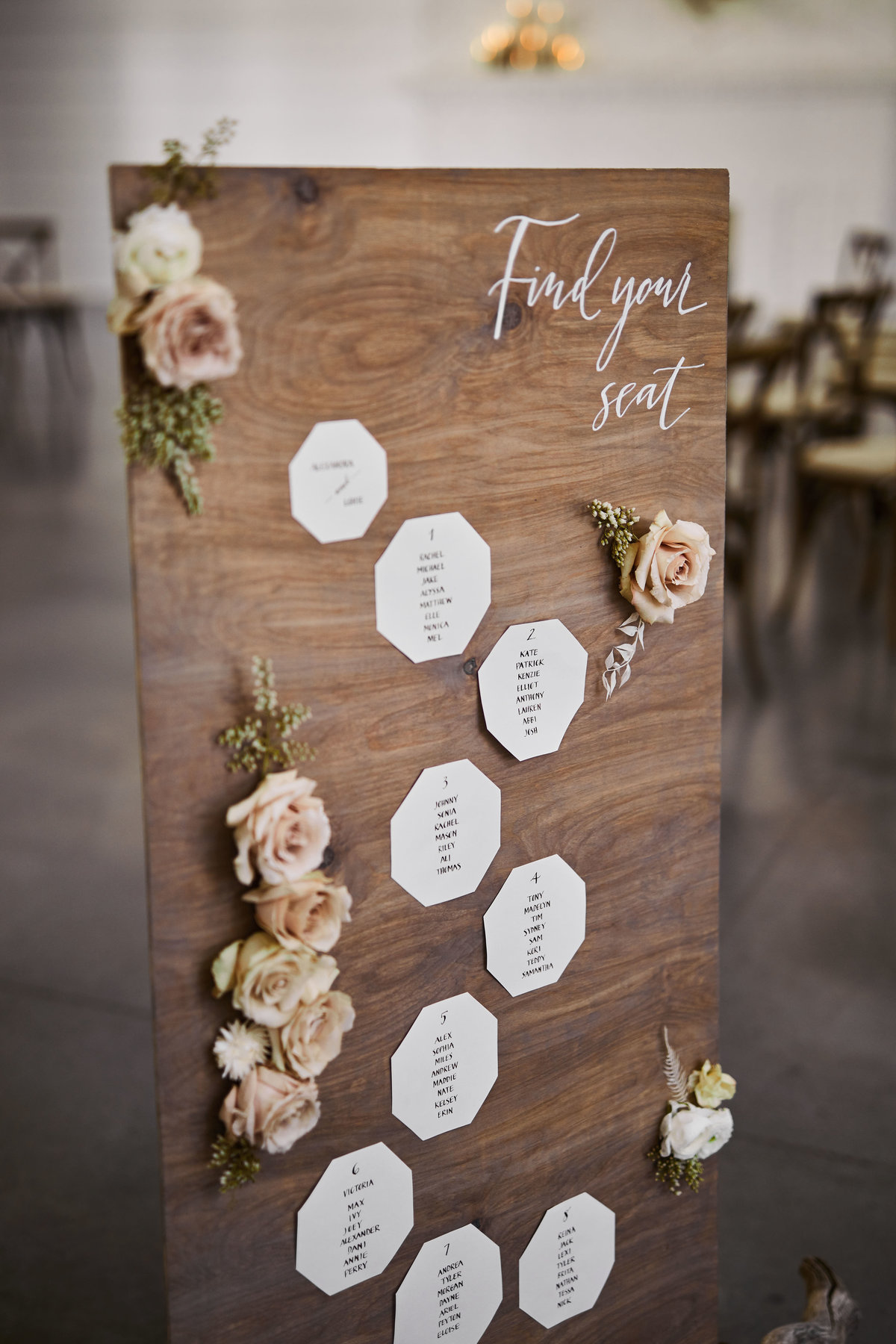 wood seating chart flowers