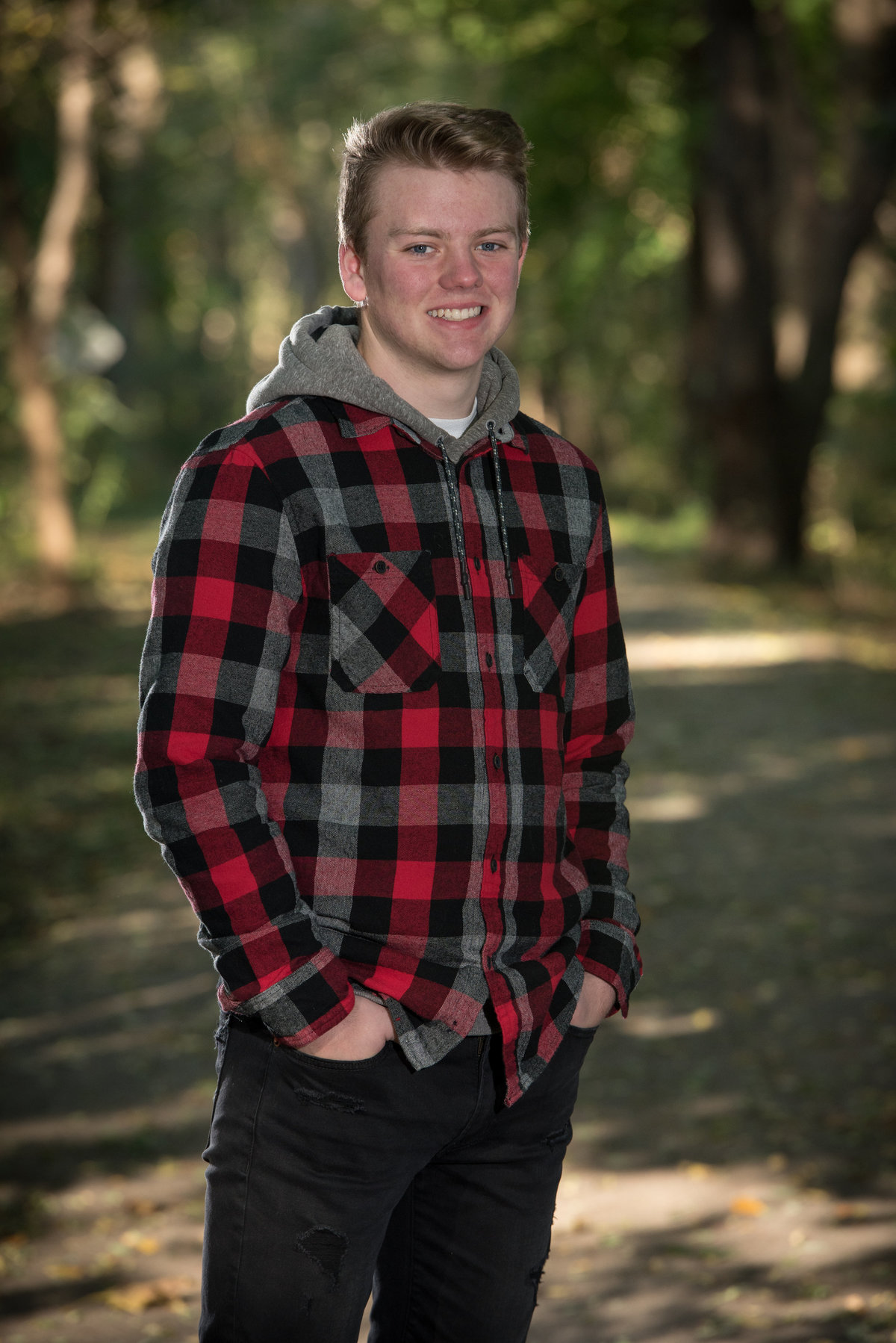 red-oak-nature-center-trail-path-senior-portrait-North Aurora-Illinois