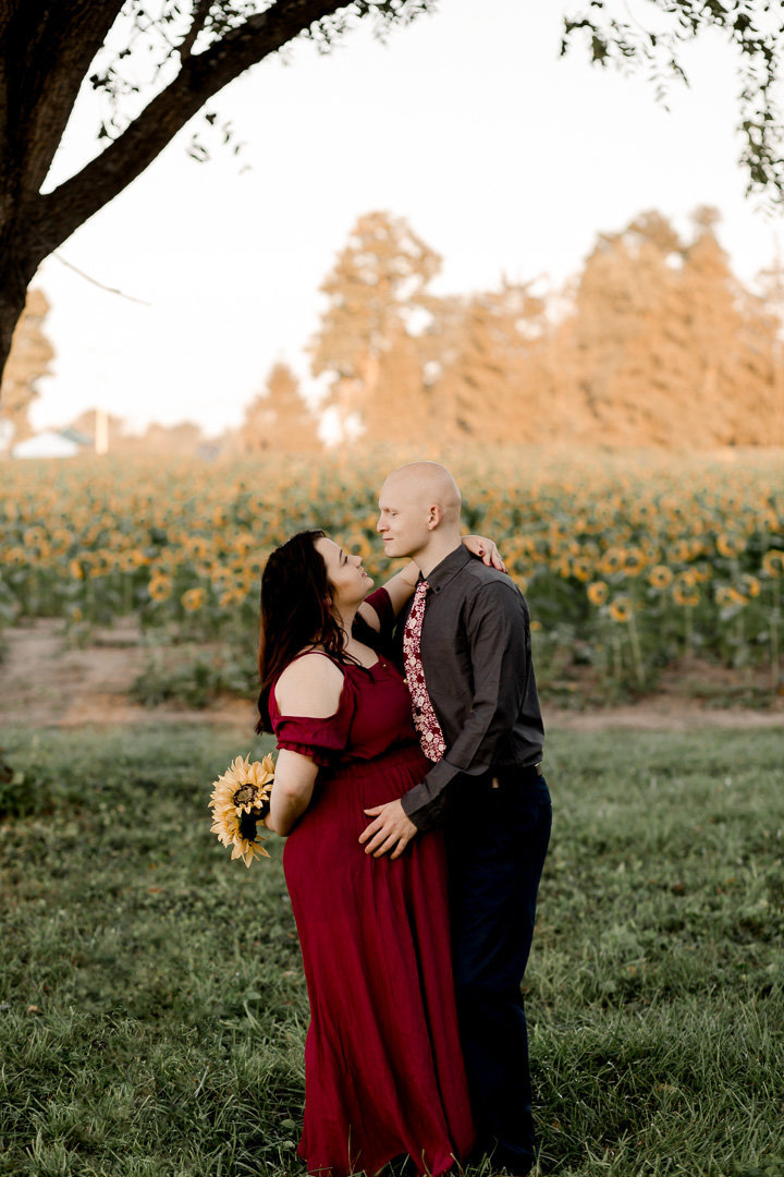 Engagement session in the sunflower field0030