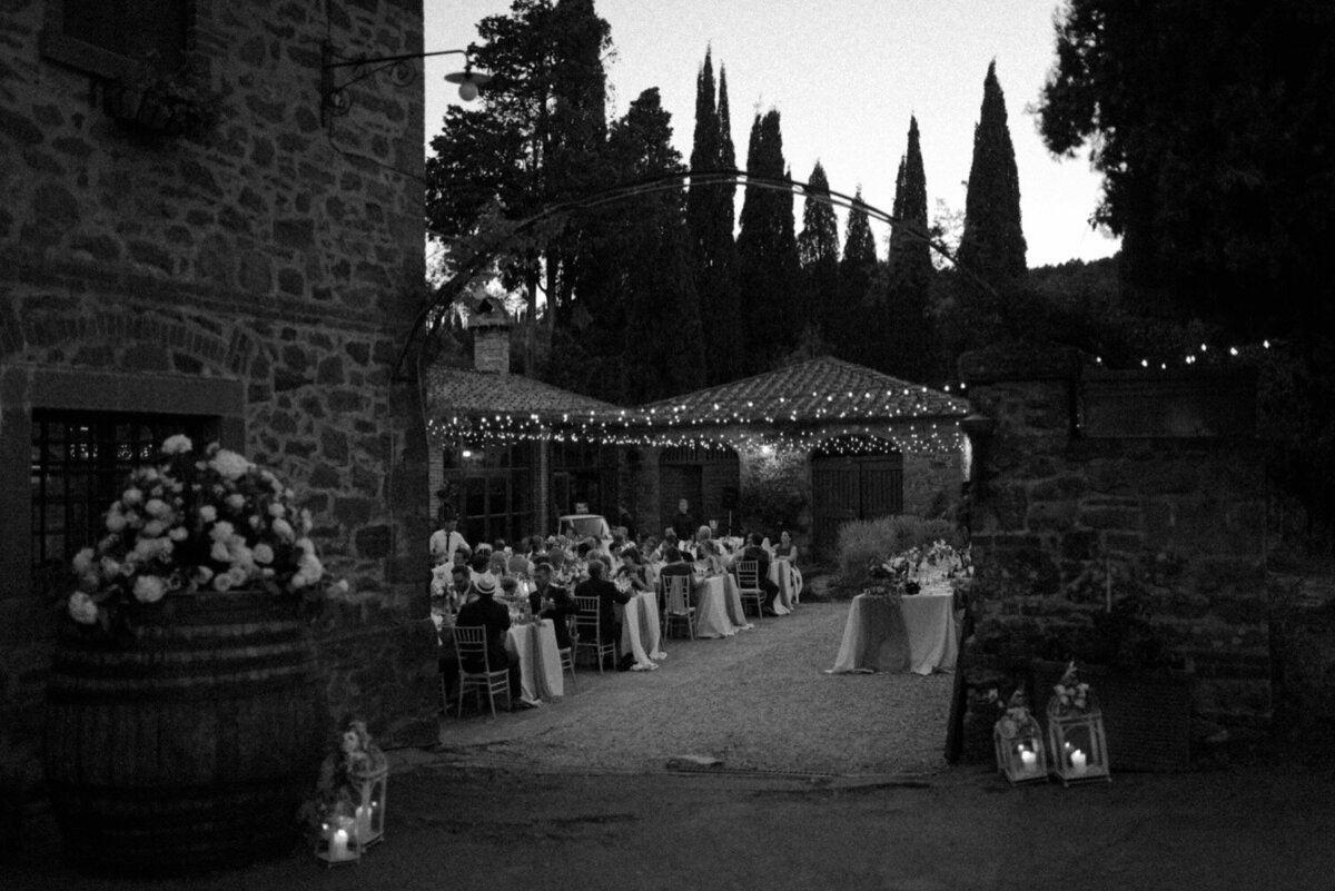 149_Tuscany_Luxury_Wedding_Photographer (168 von 215)_So thankful to be a luxury destination wedding photographer in Tuscany! Claire and James invited their beloved family & friends from London to their luxury wedding in Tuscany.