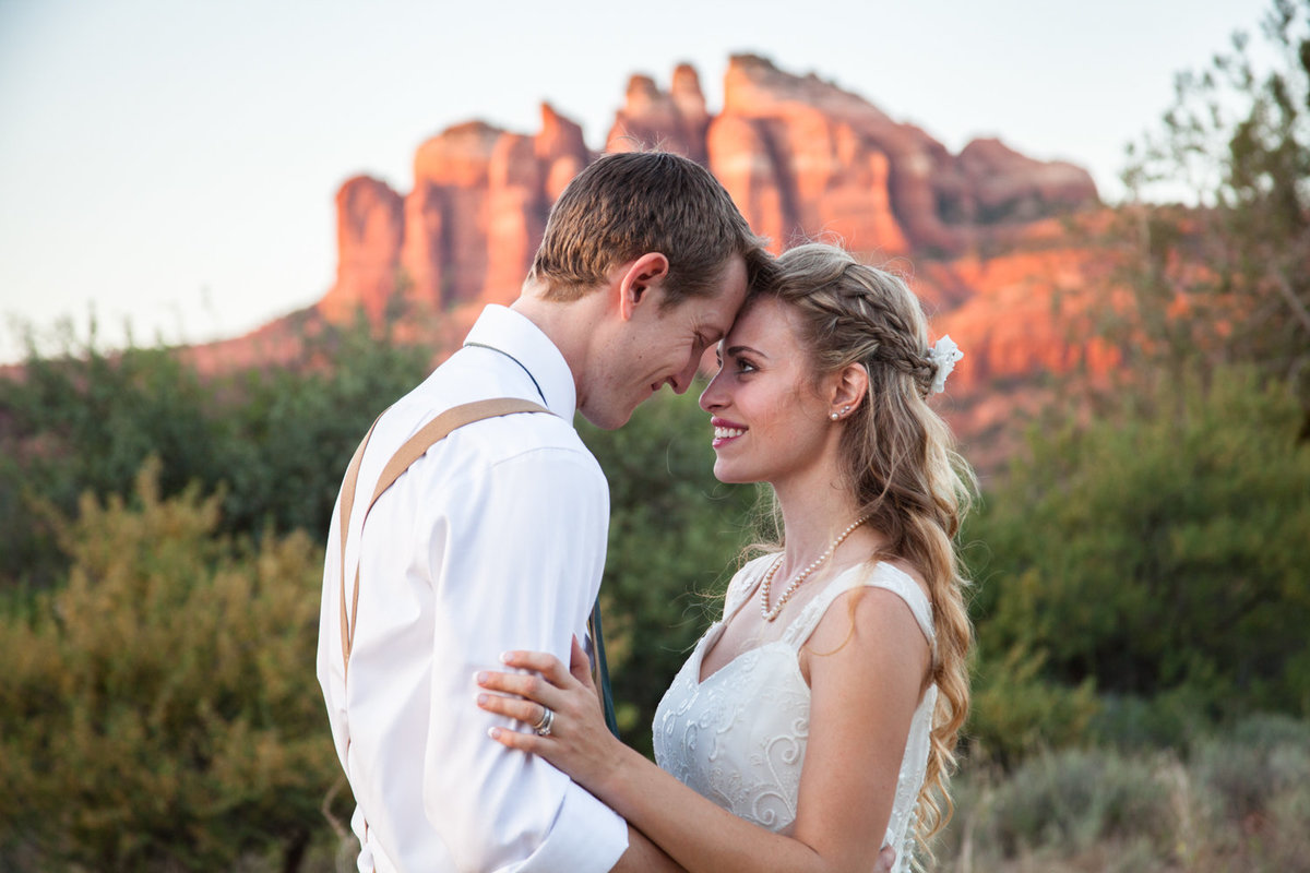 K and T get married with a beautiful Cathedral Rock backdrop, By Danielle Holman Wedding Photography
