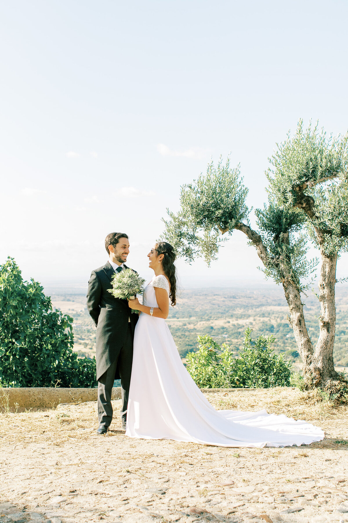 wedding_with_a_vintage_car_in_marvão-39