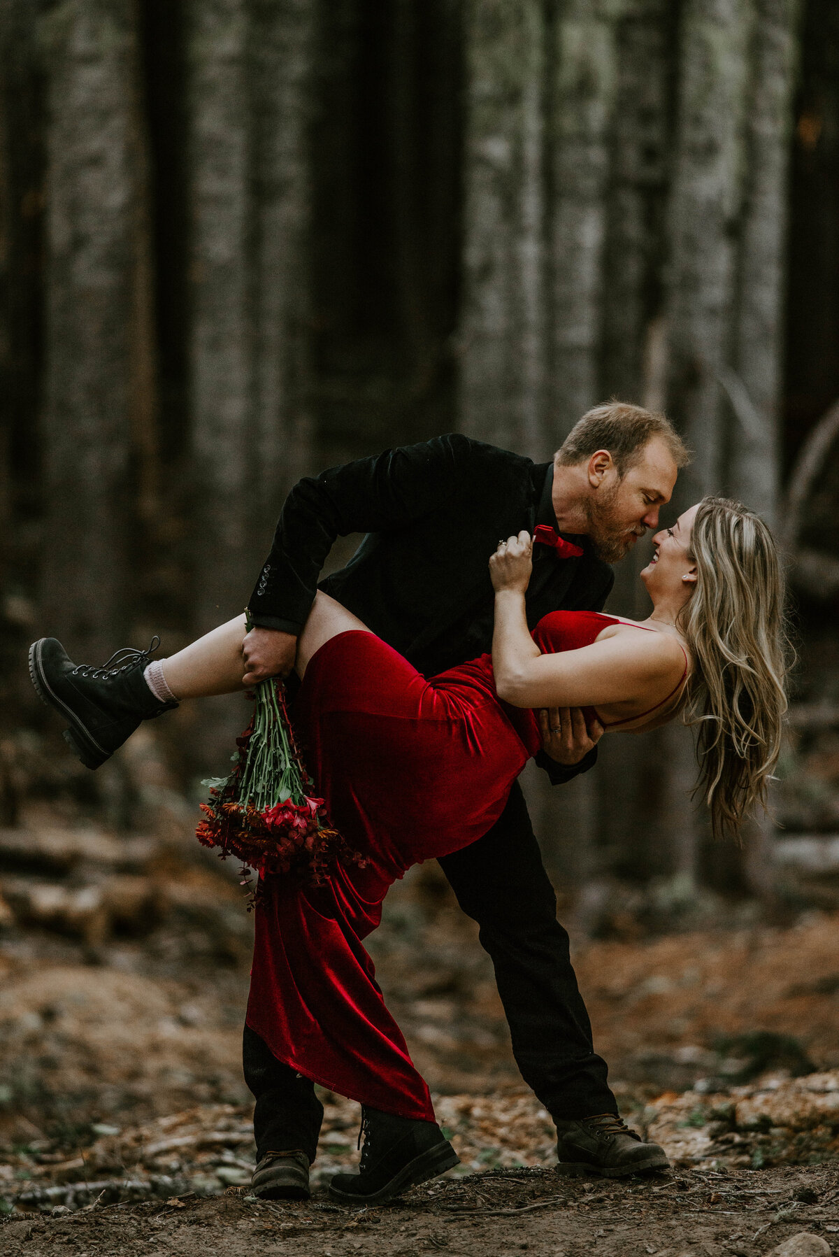 mount-hood-mountain-cabin-woods-elopement-forest-oregon-pnw-wedding-photographer0478