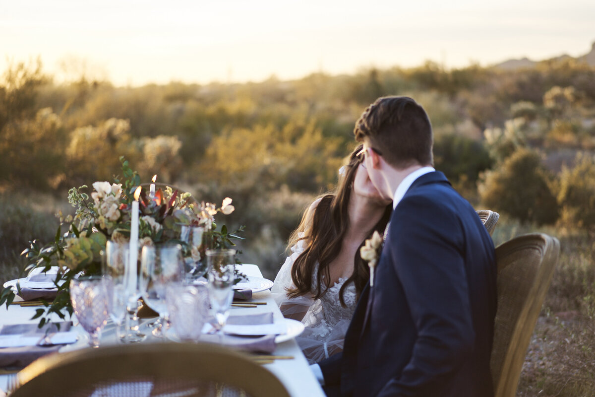 couple kissing sweetheart table