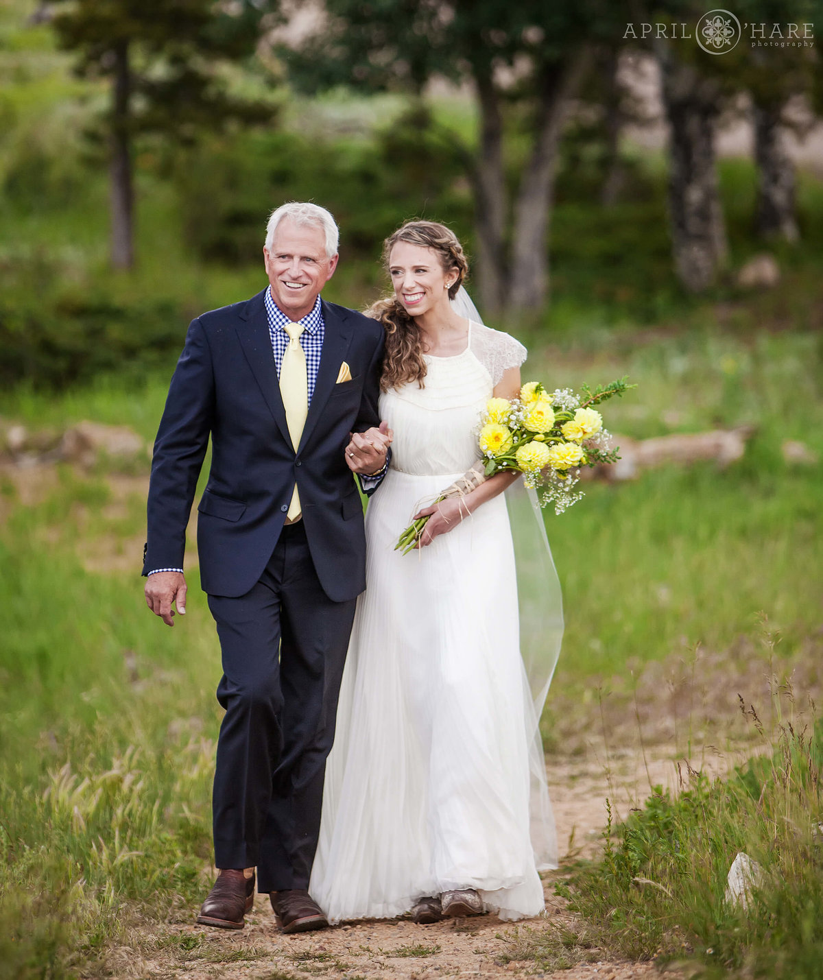 Outdoor Colorado Wedding Photography at YMCA of the Rockies in Estes Park