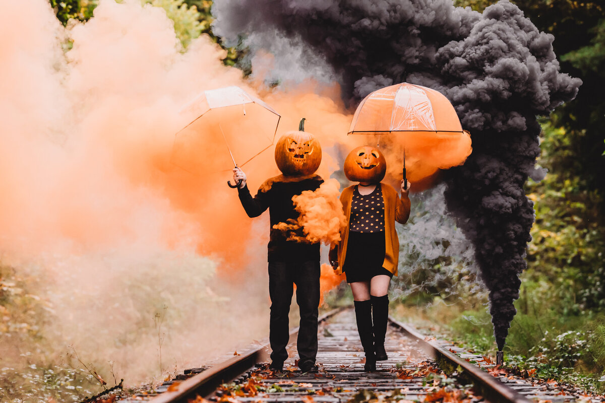 Halloween_Pumpkin_Smoke_Bomb_Couple_Shoot-32