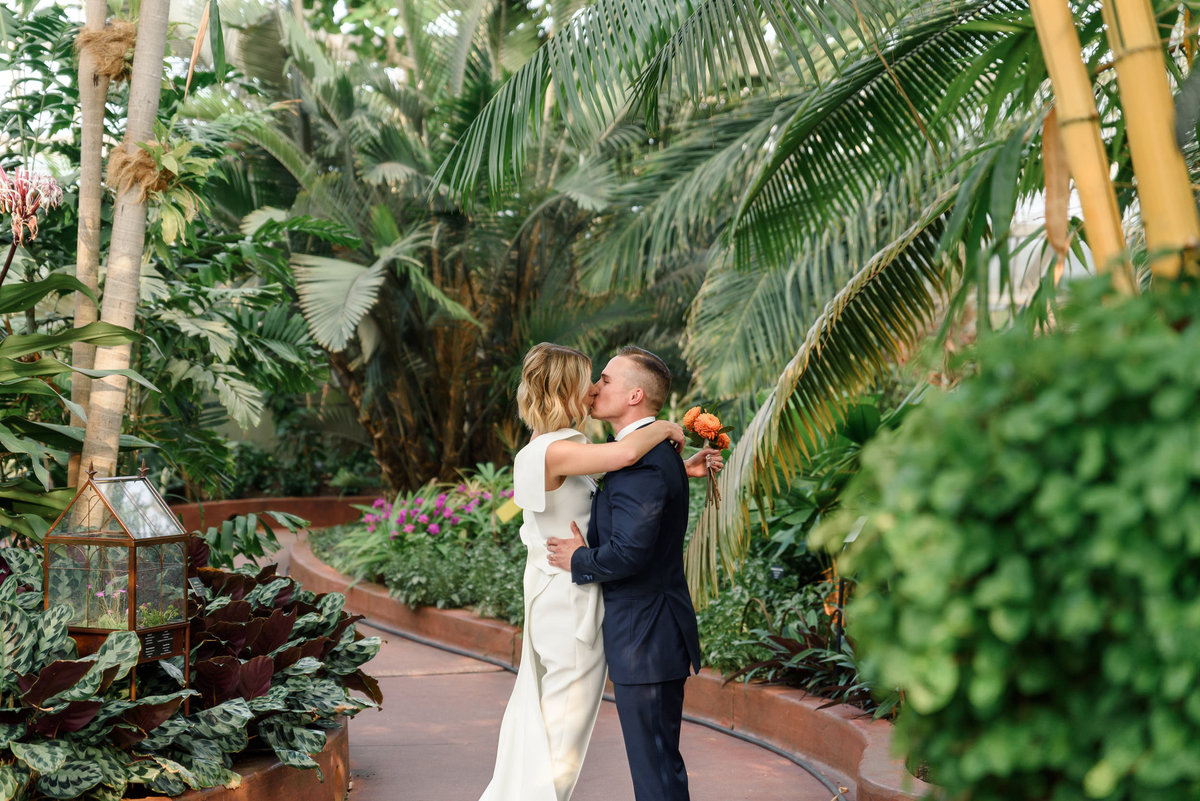 garfield-park-conservatory-chicago-wedding-the-paper-elephant-0035