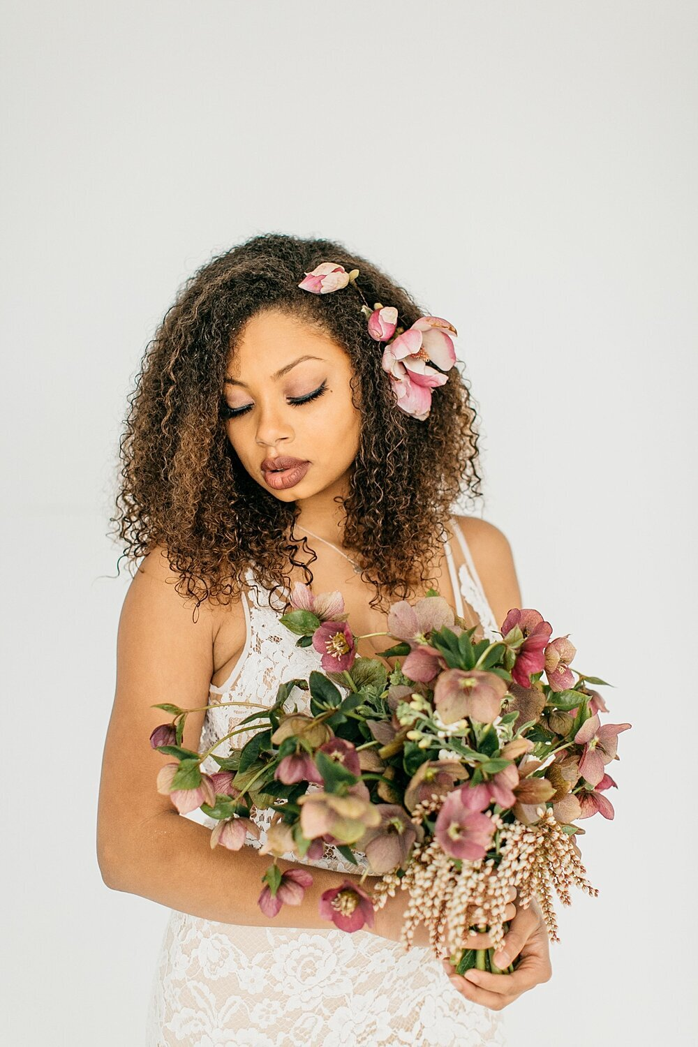 leigh-and-mitchell-spring-bridal-shoot-mauve-hellabore-bridal-bouquet