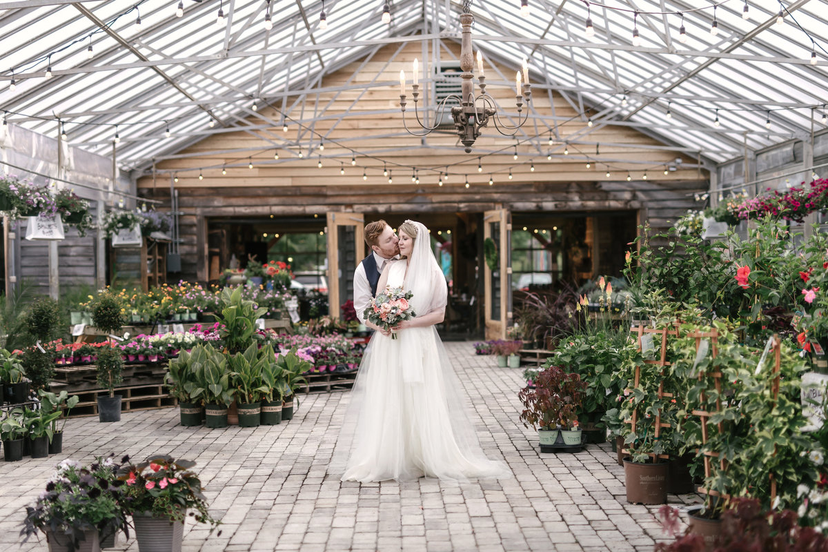 Wedding photographer at Long Hollow Gardens
