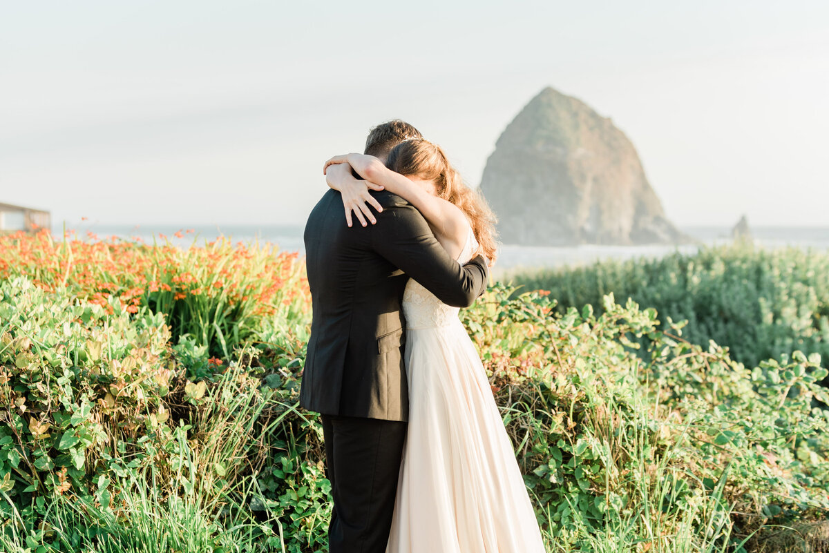 Cannon-Beach-Elopement-Photographer-27