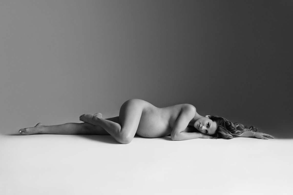nude maternity photography
