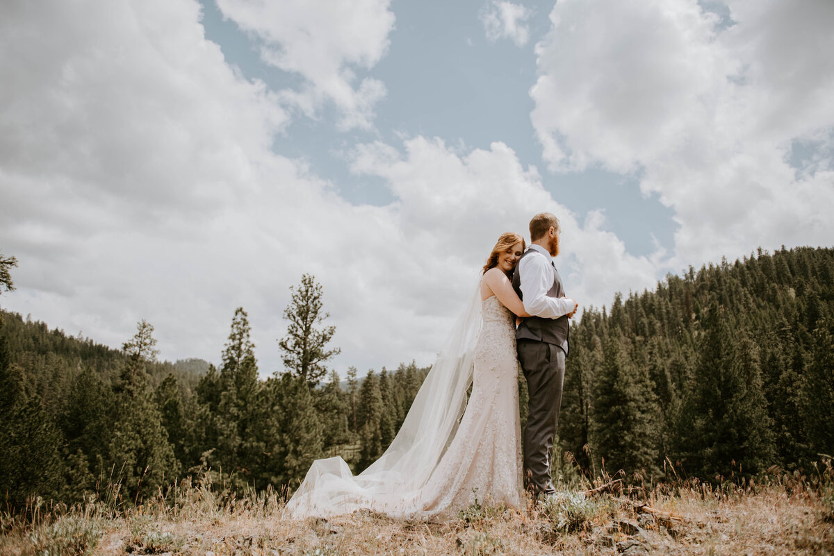 ochoco-forest-central-oregon-elopement-pnw-woods-wedding-covid-bend-photographer-inspiration0830