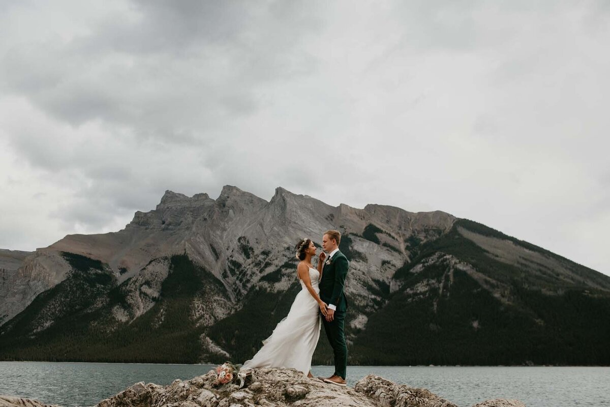 Tunnel Mountain Meadow Banff Elopement2354