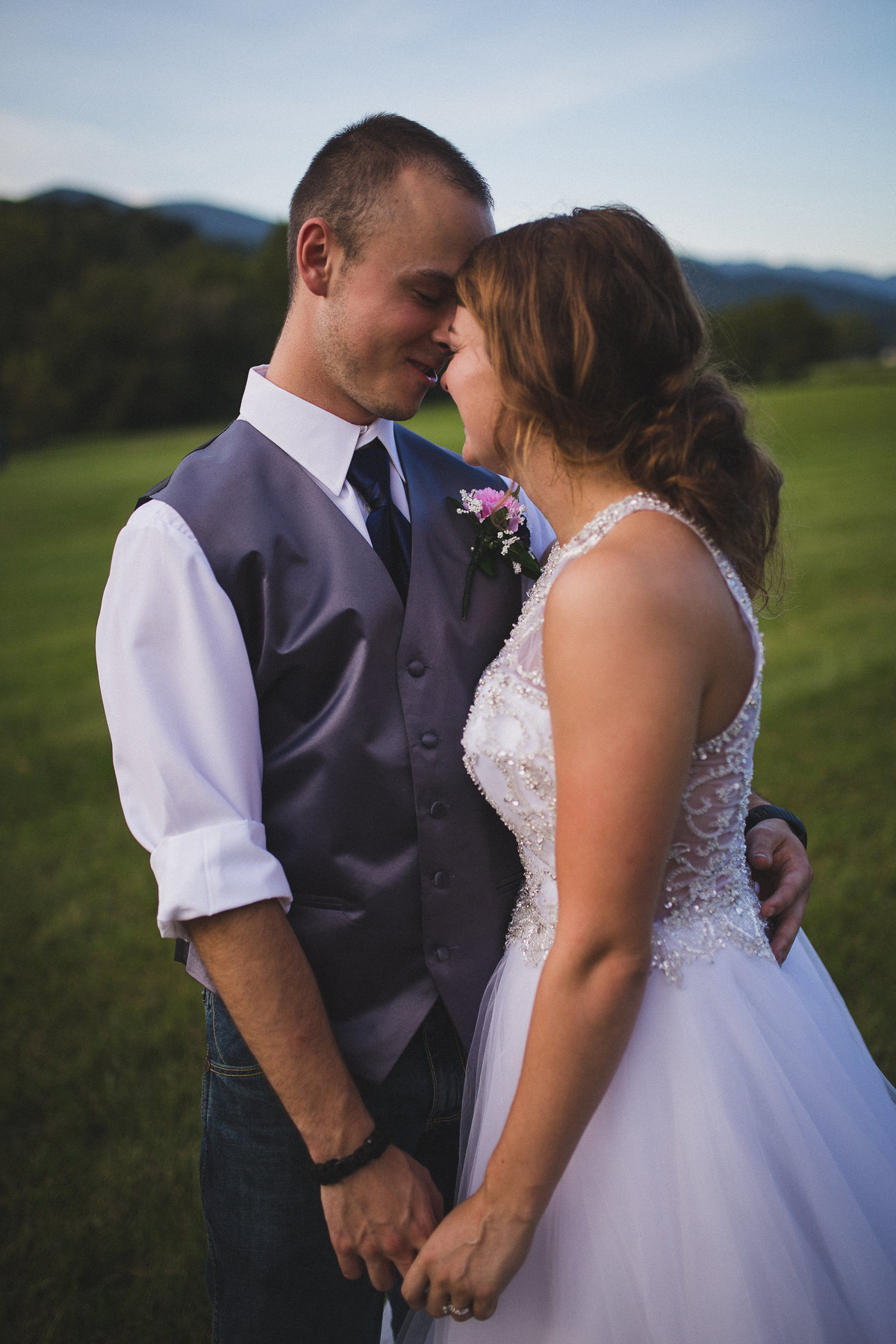 riverside-adventure-wedding-photographer-snuggle