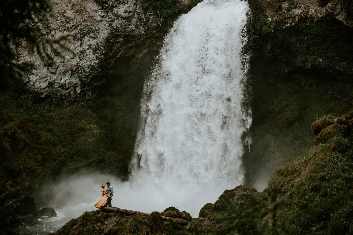 sahalie-falls-oregon-engagement-elopement-photographer-central-waterfall-bend-forest-old-growth-7309