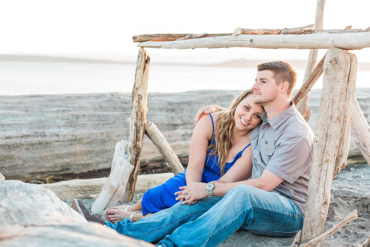 Snohomish_Wedding_Photographer_Engagement_photos_Mulkitoe_beach
