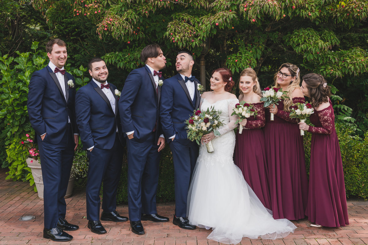 bridal party photo at crest hollow country club