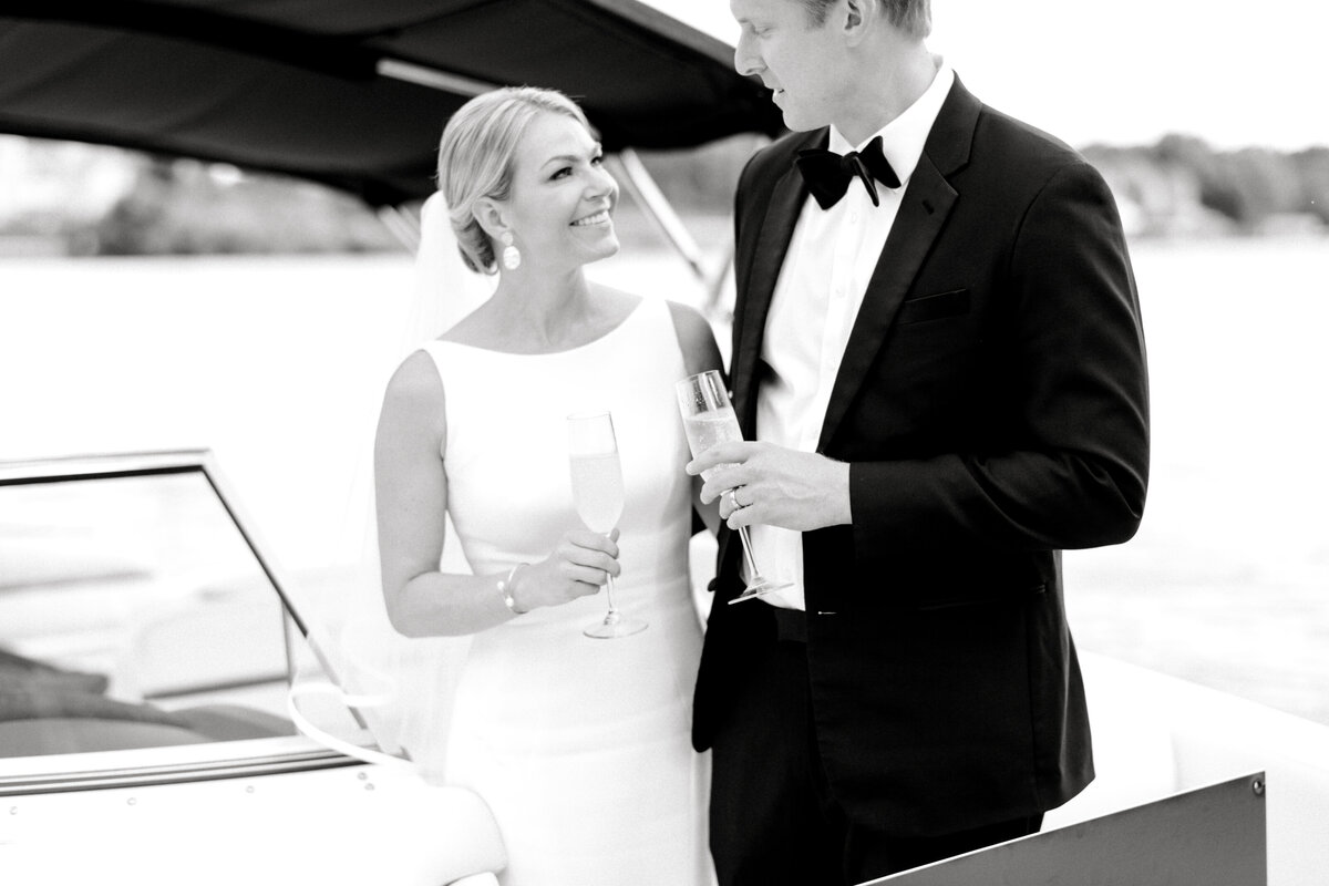 Minneapolis Wedding Photographer, Minneapolis Luxury Photogrpaher, Minnesota wedding photographer, Minneapolis light and airy photographer, luxury wedding photographer, just married photos