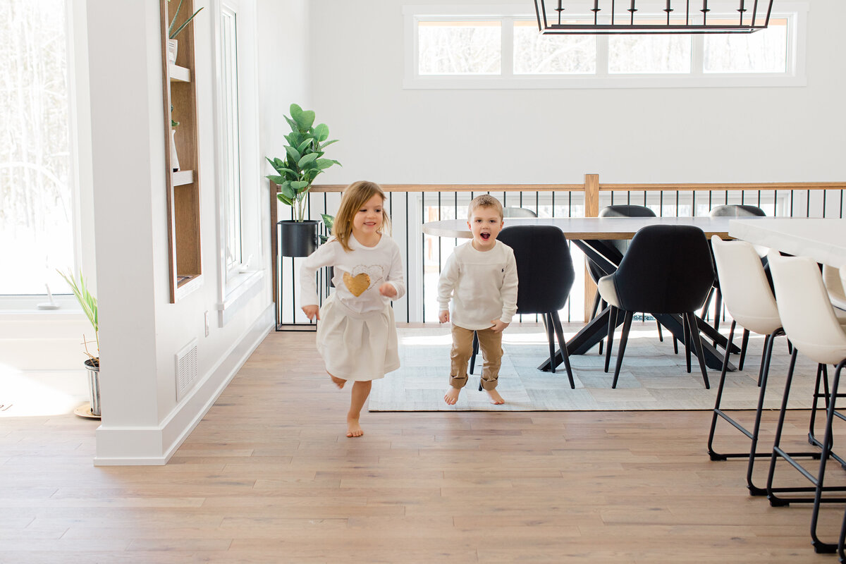 family-lifestyle-session-mackie-homes-carp-white-beige-neutral-themed-greyloftstudio-ottawa-101