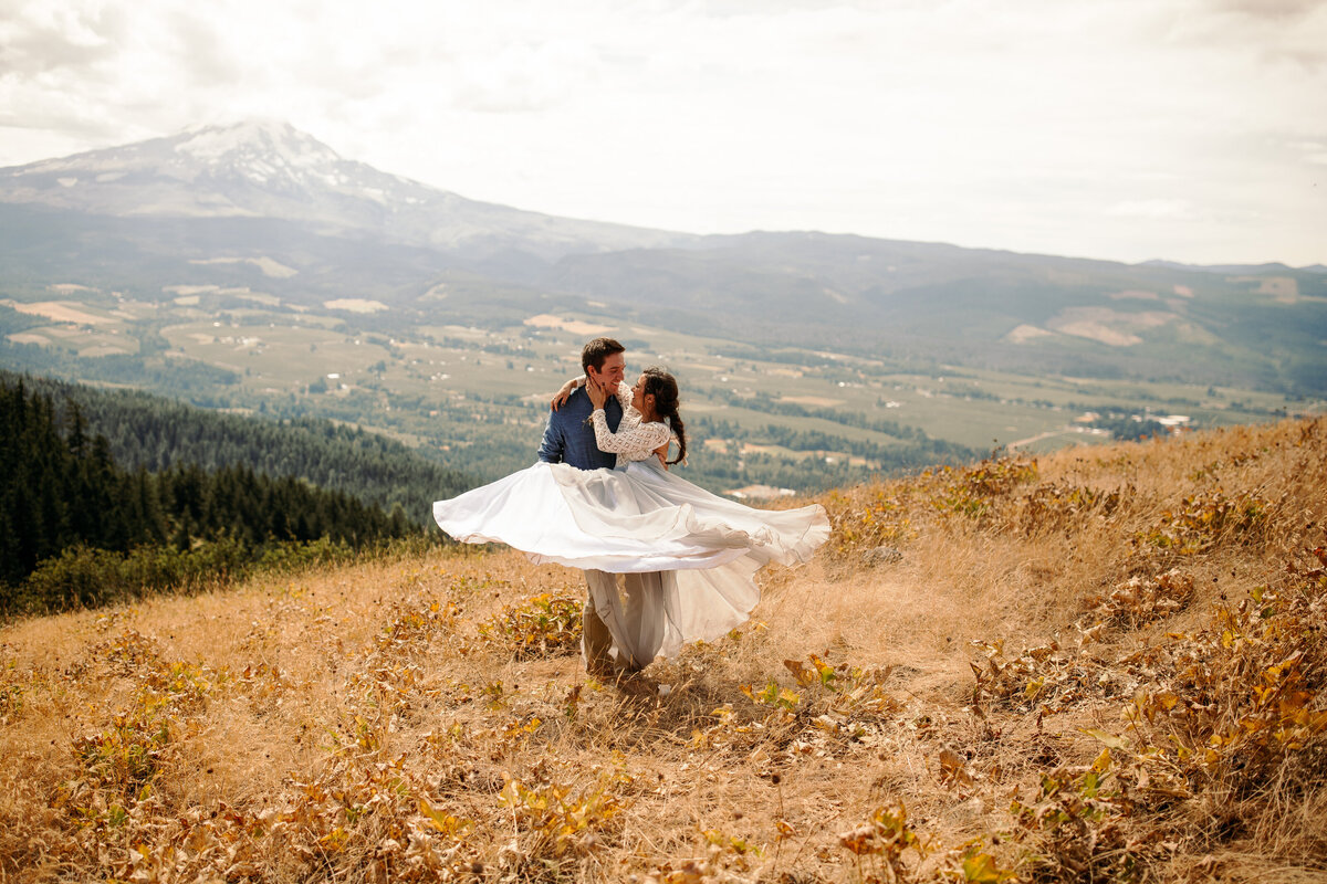 EMILY VANDEHEY PHOTOGRAPHY -- Mt. Hood Elopement Photographer -- Cheyanne + Christian-16