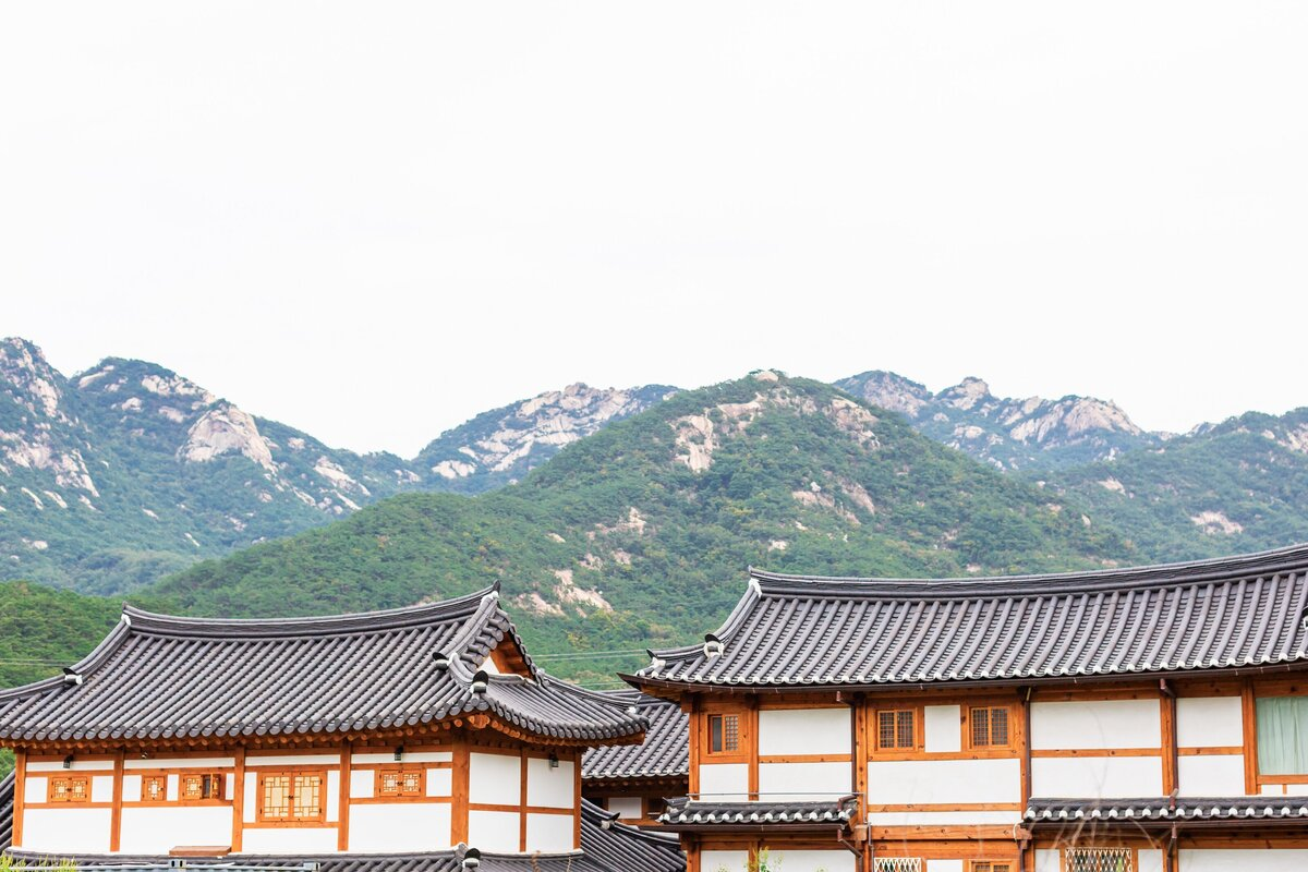 Seoul-South-Korea-Bridal-Engagement-Shoot-Eunpyeong-Village-Hanok-0016