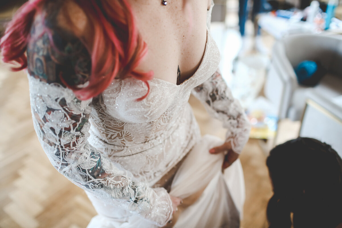 THE-YACHT-LONDON-WEDDING-BOAT-WINDY-TATOO-BRIDE-0019