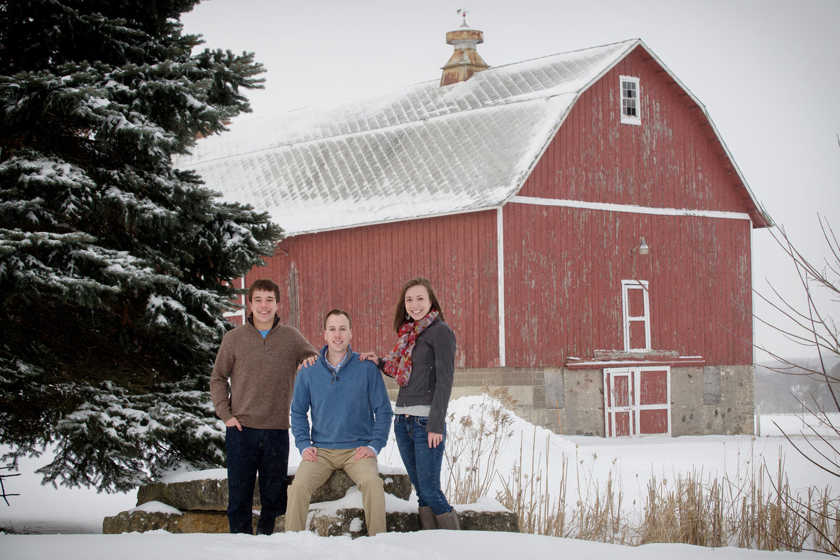 leroy-oaks-forest-preserve-red-barn-snow-winter-Family-Portrait-St. Charles-Illinois