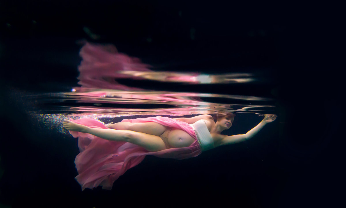 Capture this precious time in your life with maternity photos underwater
