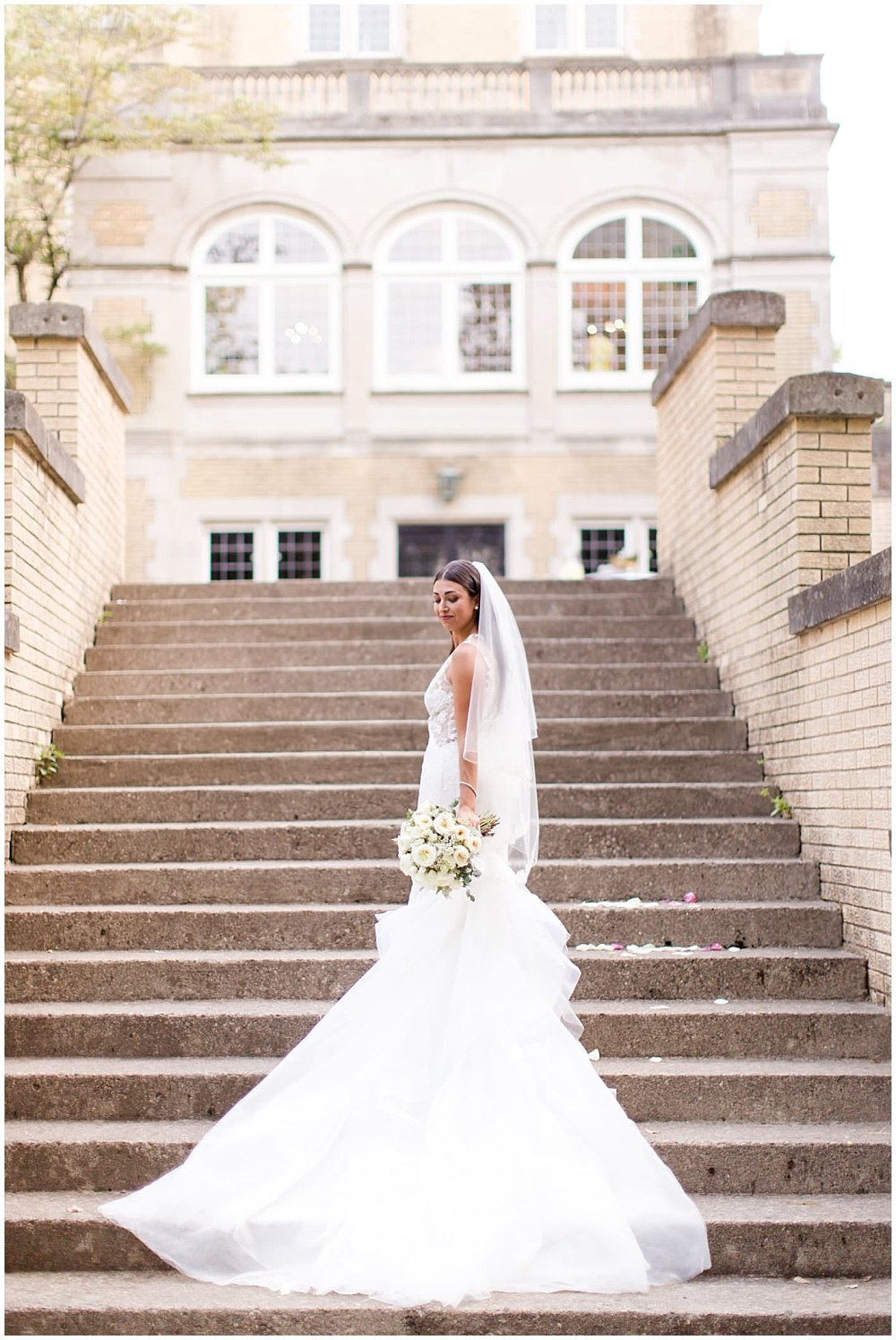 Summer-Outdoor-Terrace-Laurel-Hall-Indianapolis-Wedding-Danielle-Harris-Photography- Jessica-Dum-Wedding-Coordination-photo__0021